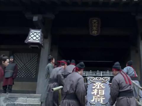 曹操:这块匾还没挂热,就换成丞相的牌匾,一般人真不懂曹孟德