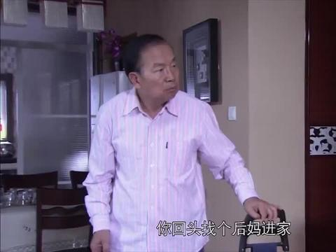 三国时代:老头跳广场舞,一早上换三个老太太,老伴吃醋太搞笑!