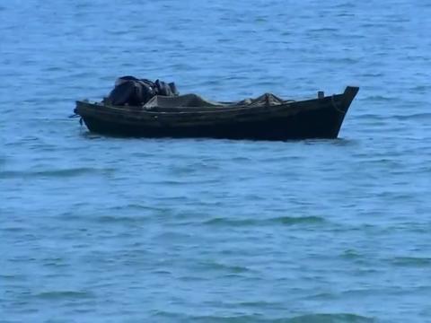 国军怀疑渔船有问题,直接架起机枪疯狂扫射,不料竟是一堆海鲜