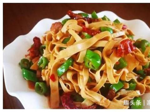 美食推荐:素炒茶豆,豉香干豆腐,洋葱炒牛肉,湘味金针菇的做法