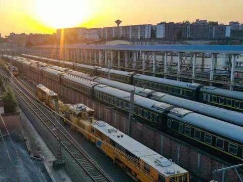 安康东站拓展多种运输方式 便捷高效服务地方经济发展
