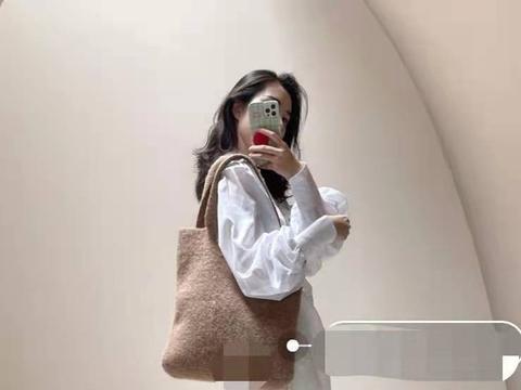 董花花端午逛奢侈品店购物,张大奕奋斗工作,却被嫌弃眼光差!