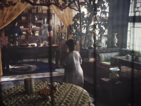 太后怒责青缨,处处维护乌拉那拉氏,拿出毒药要她自寻了断