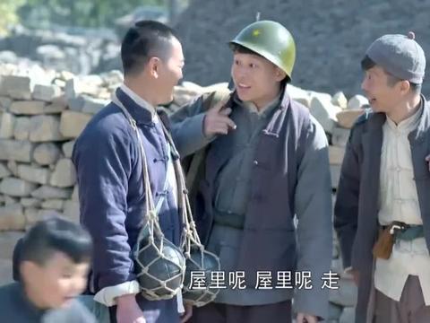 小伙儿向父亲诉说,自己抗日武装力量的规模,父亲一听直接惊了!