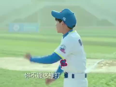 我们的少年时代,陶西蒙眼接棒球,没想帅不过三秒,就被砸进医院