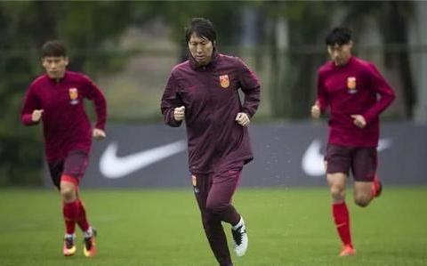 中国男足传来喜讯:李铁做出正确决定,球迷齐声点赞
