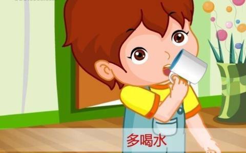 夏天孩子不爱喝水,就会出现发烧,溃疡和便秘,妈妈看过来