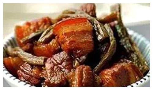 美食推荐:干锅香辣鸡翅、干豆角炖五花肉、辣爆肚丝、小炒牛肉