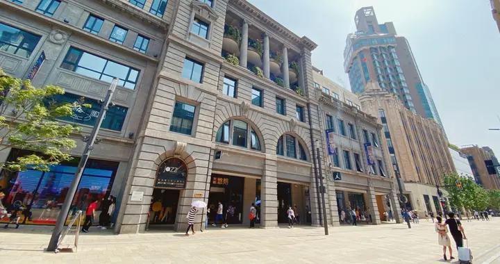 """上海也有一家""""中央商场"""",就在南京路步行街,走进去却特别萧条"""