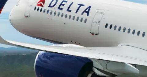 休假空乘人员达美航空航班上肇事 客机被迫改道
