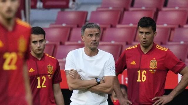 欧洲杯西班牙控球成瘾,瑞典防反如撞棉花墙上:0-0要看睡球迷?