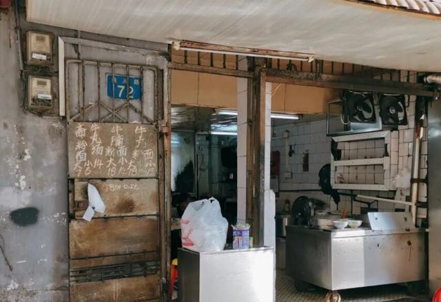 广州老城区的小吃店,30多年没有招牌,被吐槽不好吃,却天天满座