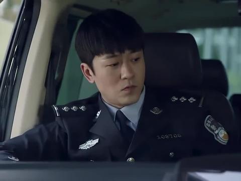 江城警事:小伙吃醋,将帅哥车钥匙丢掉,没想到帅哥早有准备