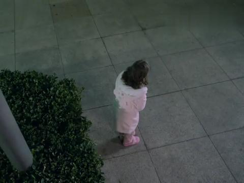 儿科医生:小女孩跑外面被发现,护士还没来得及关心,就挨了巴掌