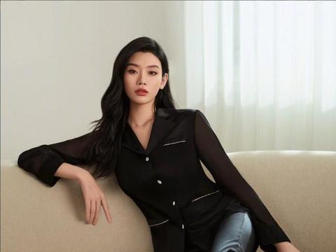 奚梦瑶怀着二胎仍不忘健身,素颜状态颇好,坦言已经有身材焦虑了