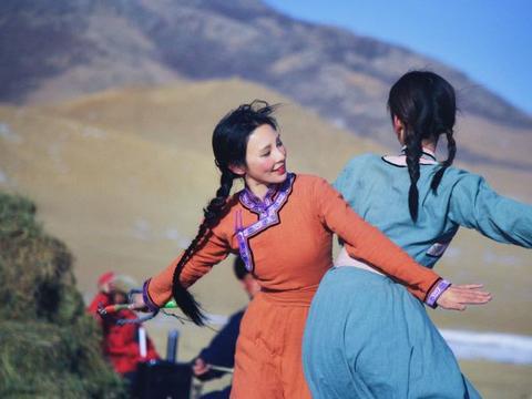 彭小苒《我们的乌兰牧骑》开播 被赞细节满分感染力十足