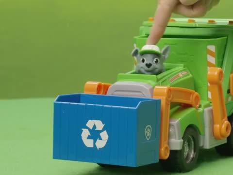 汪汪队玩具,环保犬灰灰教大家,如何区分回收利用品和垃圾