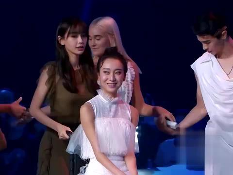 新舞林大会:杨颖组的表演,其中的一个舞者居然是坐轮椅的