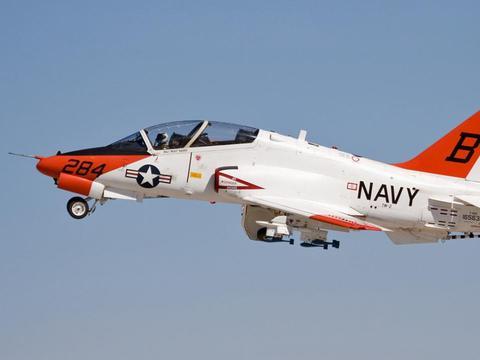 美军T45教练机,由波音等公司研发,担负舰载飞行员培养重任!