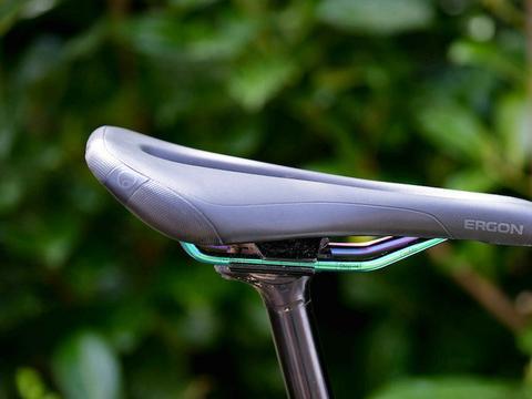 自行车鞍座领域全新突破:赢飞力爆米花材料打造减震舒适骑行体验