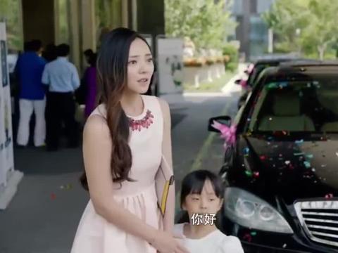 父亲夸赞女儿乖巧,下秒接到晴天霹雳,女儿打架被捉走了!