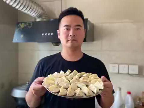 什么是幸福,幸福就是一家四口大热天在空调屋吃芹菜馅饺子