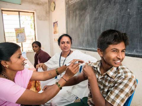 35万人死于疫情后,莫迪终于要给民众接种疫苗,还来得及吗?