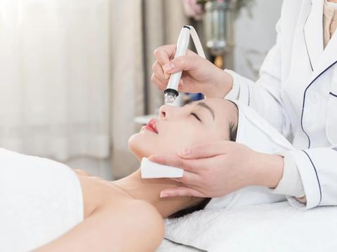 女性想要变美,最好不要敷面膜睡觉,对皮肤的伤害你都了解吗?