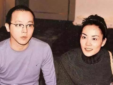 和王菲同居一年之久,分手后恋上韩红,韩红为他至今不嫁?
