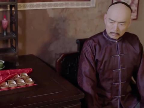 吴家给胡老板送去了银子和致歉信,可胡老板却看都没看就把信扔了