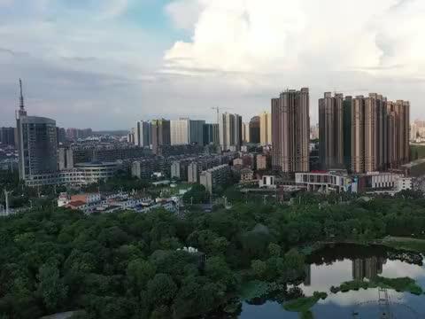 400米高空俯瞰衡阳老城区,湘江河高铁东站历历在目,大城美如画