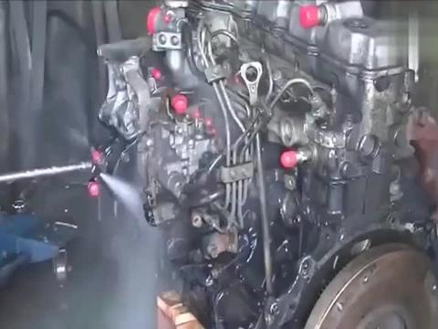日本修车店师傅这般操作, 原来发动机, 日本人是这操作!