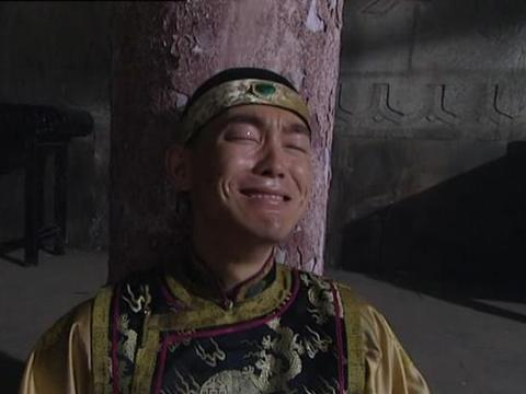 《雍正王朝》中,弘时为什么一边打自己耳光一边骂阿其那塞斯黑?