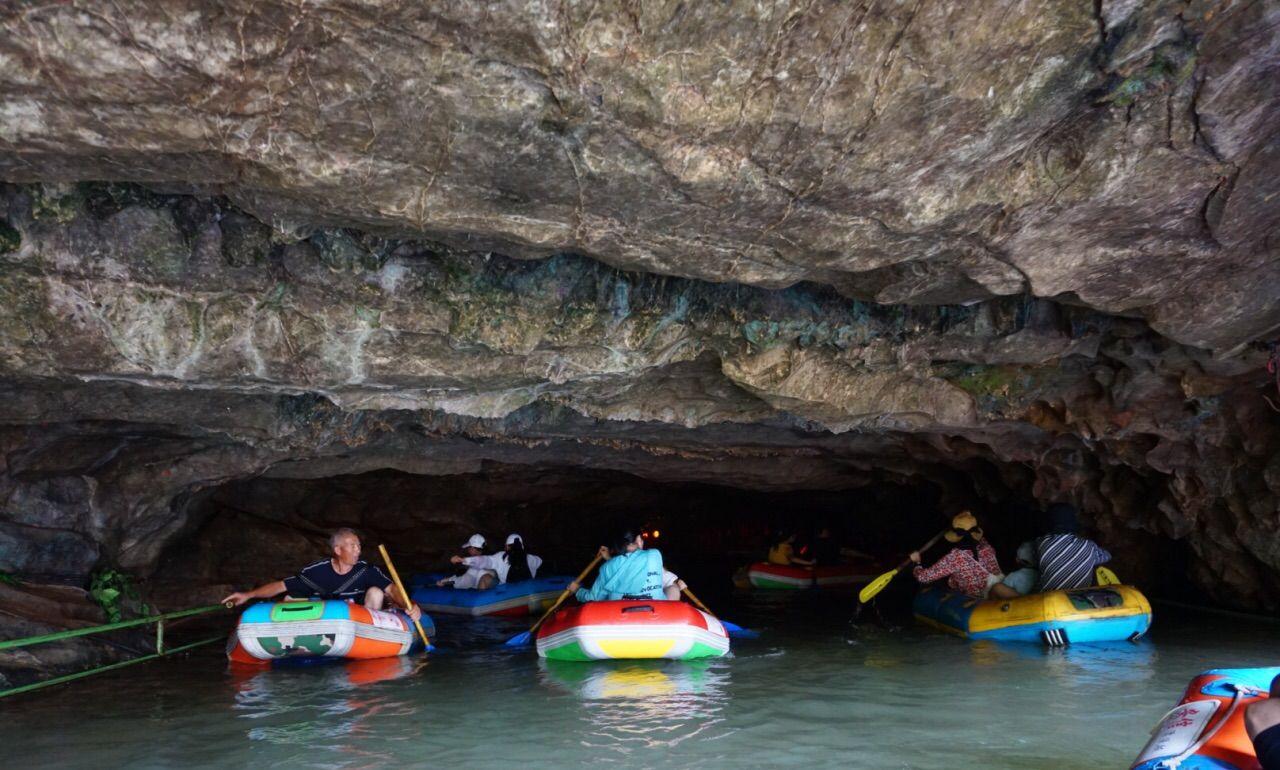 """江苏宜兴""""三奇""""之一,是石灰岩溶洞,有大小洞穴达72个"""