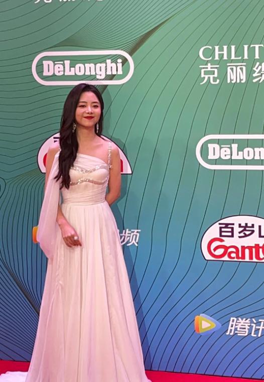 谭松韵生图被传,看到无美颜无滤镜下的她,这才是30岁真实状态