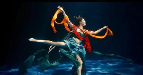 """水下""""飞天洛神舞""""女演员何灏浩是90后,还曾做过美人鱼林允替身"""