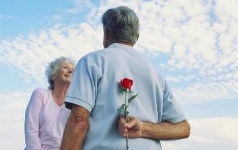 和初恋结婚很少,但娶回家了,很少离婚
