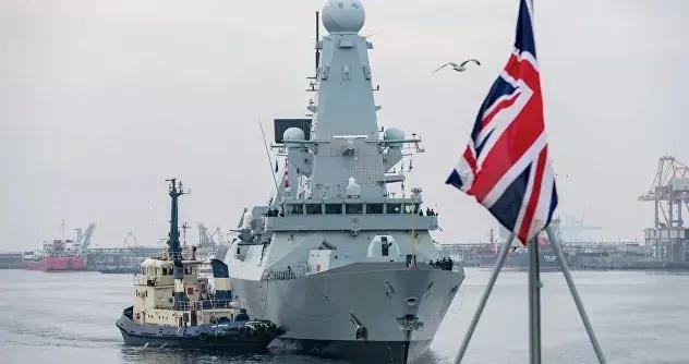 俄海军监视进入黑海水域的英荷军舰