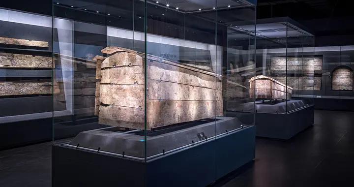 """让人脊背发凉的艺术品 绘在木棺上的""""清明上河图""""千年吐蕃棺板画"""