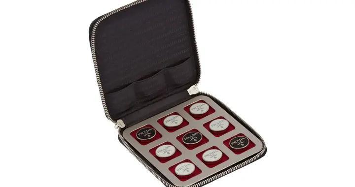 Prada 推出要价1,290 美元井字棋套装