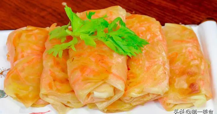1个土豆,1个胡萝卜,厨师长教你做双丝菜盒,馅多皮薄,色泽金黄