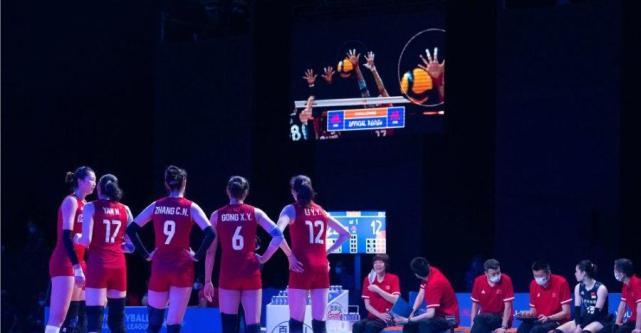 中国女排3-0横扫意大利,避免球迷熬夜,王梦洁没上场