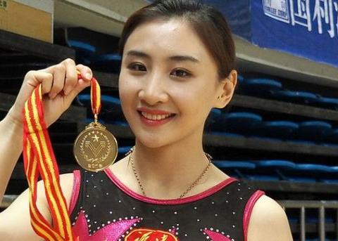 体操奥运冠军变身豪门阔太,生一可爱女儿,豪包配豪车成人生赢家
