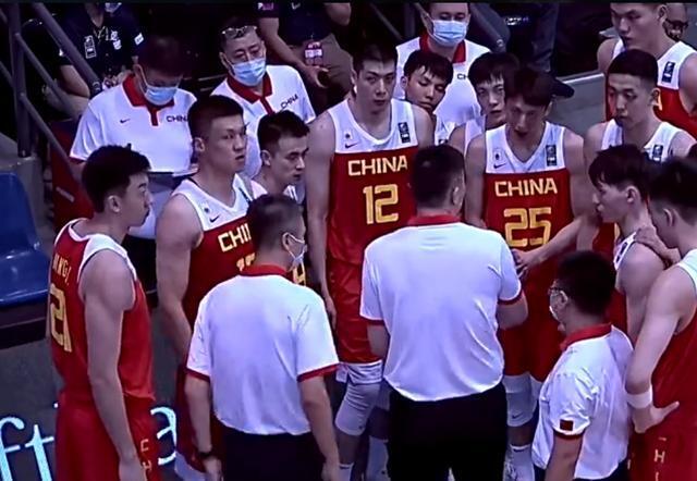中国男篮首秀击败日本!12人登场10人得分,周鹏16分全场最高