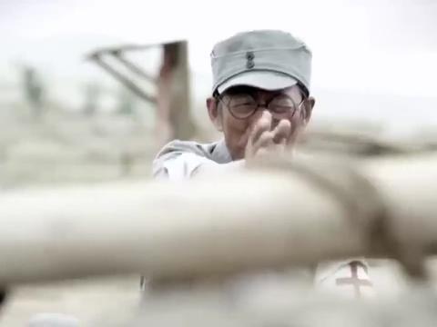 好家伙:马匪袭击村子,怎料农村大爷有超级大炮,直接被打愣了