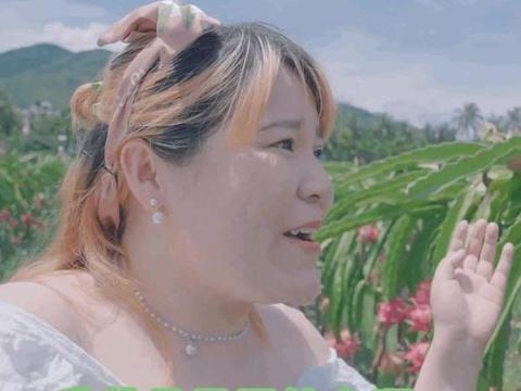 """网红女顶流郭老师拍摄广告,自称是""""果园结衣"""",为海南水果代言"""