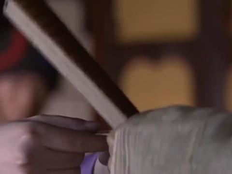 吐蕃王子不自量力,竟对段誉动手,直接被内力震飞