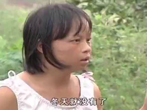 父母都长着一头乌黑头发,却偏偏两个女儿,头上只长出白色绒毛