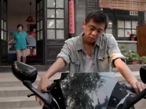 小爱日常出摊,晓辉突然说带她去逛街,小爱乐得合不拢嘴