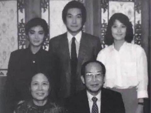 林青霞大红时,姐姐每月领着450元工资,时隔36年两姐妹终于相见
